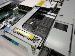 サーバの PCI Express 2.0 スロットに取り付けられた、ioDrive